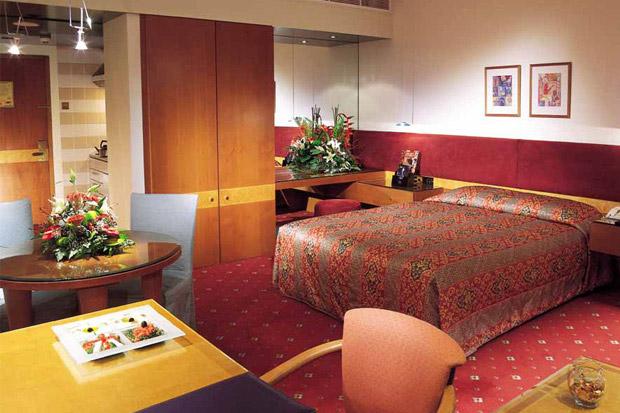 /DataFolder/Images/Where_to_stay/Hilton-Baynunah/01-Hilton-Baynunah-Room.jpg