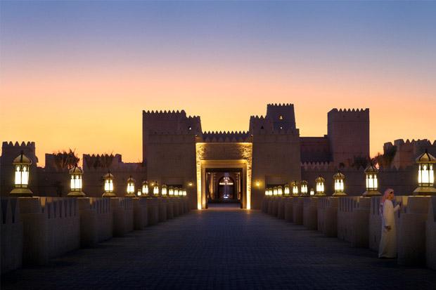 /DataFolder/Images/Where_to_stay/Qasr-Al-Sarab-Desert-Resort/01-Qasr-Al-Sarab-Desert-Resort-Flamelit-resort-bridge-entrance.jpg