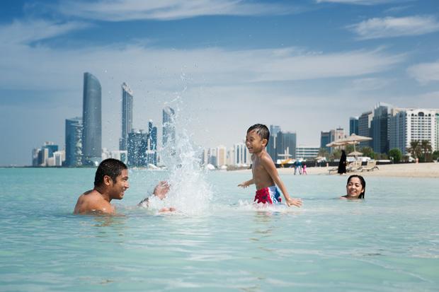 /DataFolder/Images/What_to_do/Explore_our_waters/Beaches/Corniche_Beach/01_Corniche-Beach.jpg