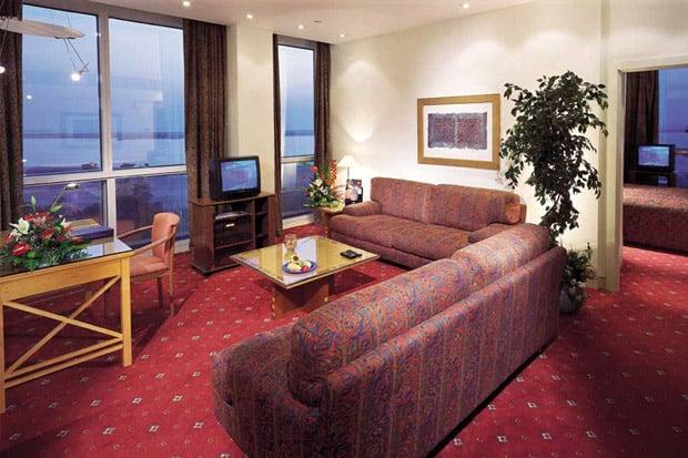 /DataFolder/Images/Where_to_stay/Hilton-Baynunah/02-Hilton-Baynunah-Room.jpg
