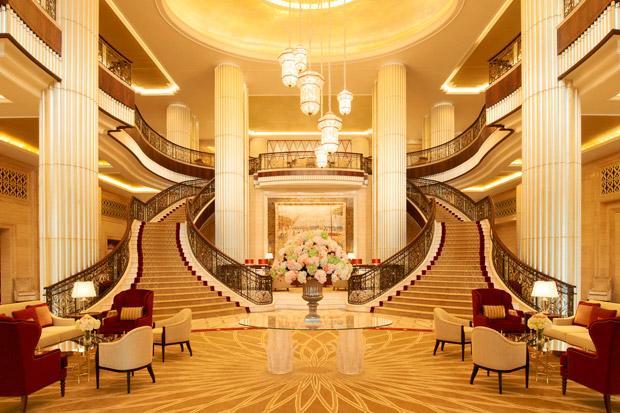 /DataFolder/Images/Where_to_stay/St-Regis-Abu-Dhabi/02-St-Regis-Abu-Dhabi-Reception-Hall---Grand-Staircase.jpg