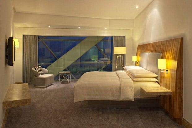 /DataFolder/Images/Where_to_stay/Hyatt-Capital-Gate-Abu-Dhabi/03-Hyatt-Capital-Gate-Abu-Dhabi-Deluxe-Bedroom.jpg