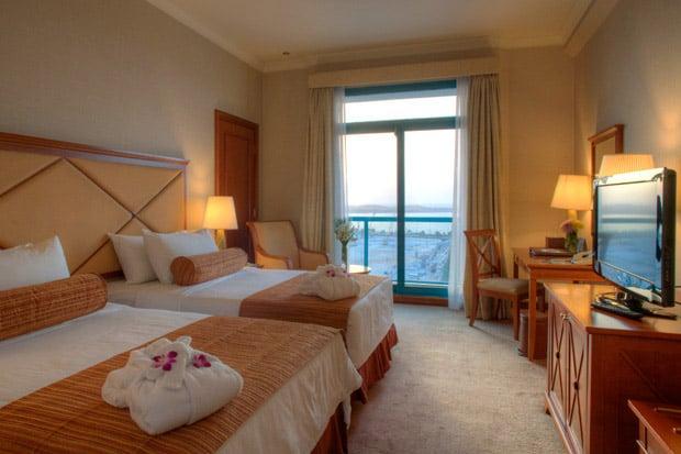 /DataFolder/Images/Where_to_stay/Al-Diar-Capital-Hotel/04-Al-Diar-Capital-Hotel-King-Bed.jpg