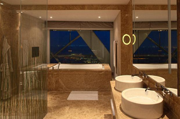 /DataFolder/Images/Where_to_stay/Hyatt-Capital-Gate-Abu-Dhabi/04-Hyatt-Capital-Gate-Abu-Dhabi-Suite-Bathroom.jpg