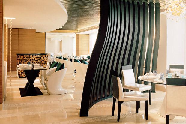 /DataFolder/Images/Where_to_stay/Sofitel-Abu-Dhabi-Corniche/04-Sofitel-Abu-Dhabi-Corniche-Restaurant.jpg