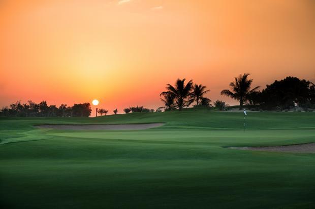 /DataFolder/Images/What_to_see/Plan_your_F1/Discover_Abu_Dhabi/Golf_in_Abu_Dhabi/04_Abu-Dhabi-sunrise-IMG_6530_Golf_in_Abu_Dhabi_F1_Abu_Dhabi.jpg