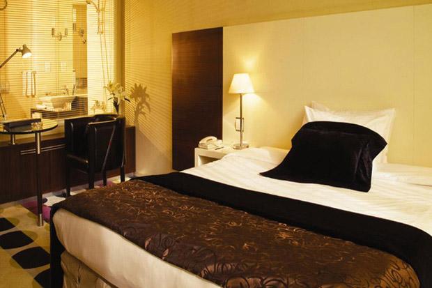 /DataFolder/Images/Where_to_stay/Kings-Gate-Hotel/05-Kings-Gate-Hotel-Room.jpg