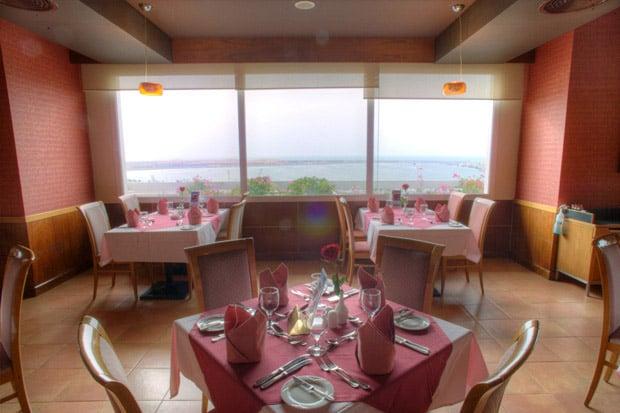 /DataFolder/Images/Where_to_stay/Al-Diar-Capital-Hotel/06-Al-Diar-Capital-Hotel-Restaurant.jpg