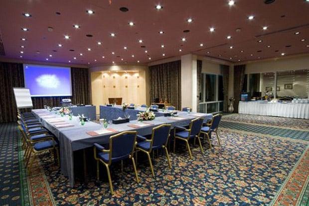 /DataFolder/Images/Where_to_stay/Hilton-Baynunah/06-Hilton-Baynunah-Meeting-Room.jpg