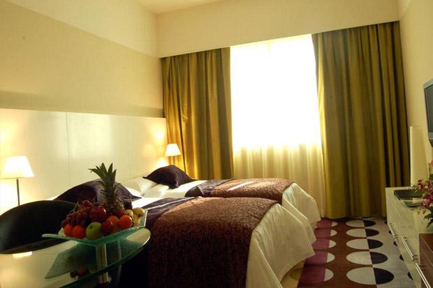 /DataFolder/Images/Where_to_stay/Kings-Gate-Hotel/06-Kings-Gate-Hotel-Room.jpg