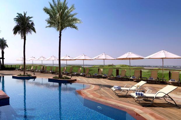 /DataFolder/Images/What_to_see/Plan_your_F1/Explore_Yas_Island/Yas_Viceroy_Yas_Plaza_Hotels/06_PI-Pool-0001_Radisson_Park_Inn_F1_Abu_Dhabi.jpg