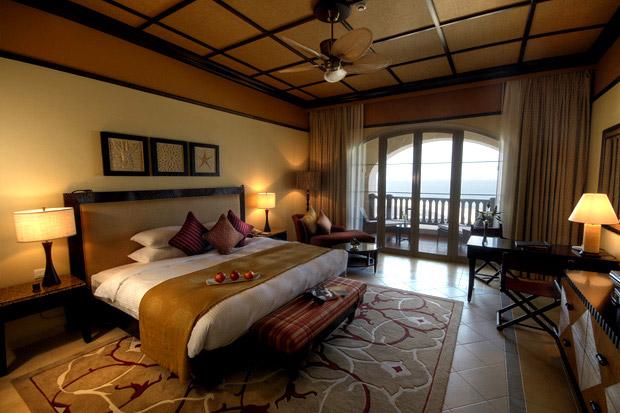 /DataFolder/Images/Where_to_stay/Desert-Island-Resort-Hotel/08-Desert-Island-Resort-Hotel-Deluxe-Room.jpg