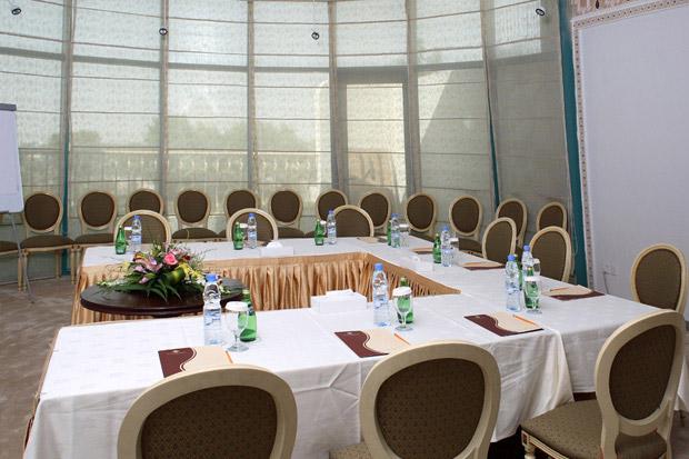 /DataFolder/Images/Where_to_stay/Tulip-Inn-Al-Sharia/08-Tulip-Inn-Al-Sharia-Meeting-Room.jpg