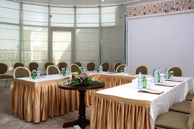 /DataFolder/Images/Where_to_stay/Tulip-Inn-Al-Sharia/09-Tulip-Inn-Al-Sharia-Meeting-Room.jpg