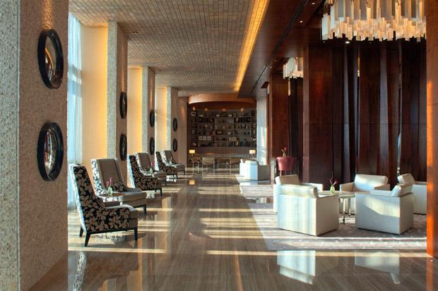 /DataFolder/Images/Where_to_stay/Hyatt-Capital-Gate-Abu-Dhabi/10-Hyatt-Capital-Gate-Abu-Dhabi-Lounge.jpg
