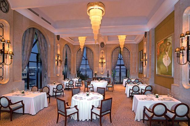 /DataFolder/Images/Where_to_stay/Shangri-La-Hotel-Qaryat-Al-Beri/10-Shangri-La-Hotel-Qaryat-Al-Beri-Bord-Eau.jpg