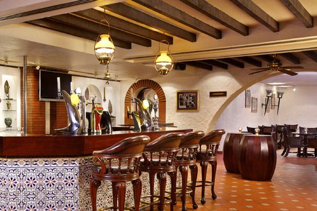 /DataFolder/Images/Where_to_stay/Hilton-Abu-Dhabi-Hotel/14-Hilton-Abu-Dhabi-Hotel-Hemingway-Bar.jpg