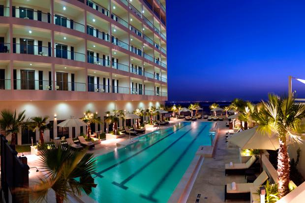 /DataFolder/Images/What_to_see/Plan_your_F1/Explore_Yas_Island/Yas_Viceroy_Yas_Plaza_Hotels/15_Swimming-Pool_Staybridge_F1_Abu_Dhabi.jpg
