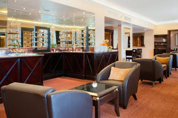 /DataFolder/Images/Where_to_stay/Hilton-Abu-Dhabi-Hotel/17-Hilton-Abu-Dhabi-Hotel-Executive-Lounge.jpg