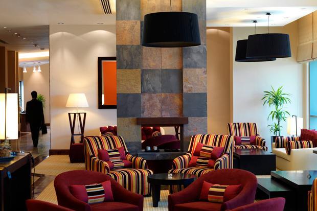 /DataFolder/Images/What_to_see/Plan_your_F1/Explore_Yas_Island/Yas_Viceroy_Yas_Plaza_Hotels/17_The-Living-Room_Staybridge_F1_Abu_Dhabi.jpg