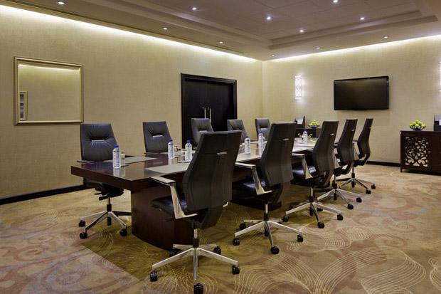 /DataFolder/Images/Where_to_stay/Hilton-Abu-Dhabi-Hotel/21-Hilton-Abu-Dhabi-Hotel-Meeting-Room.jpg