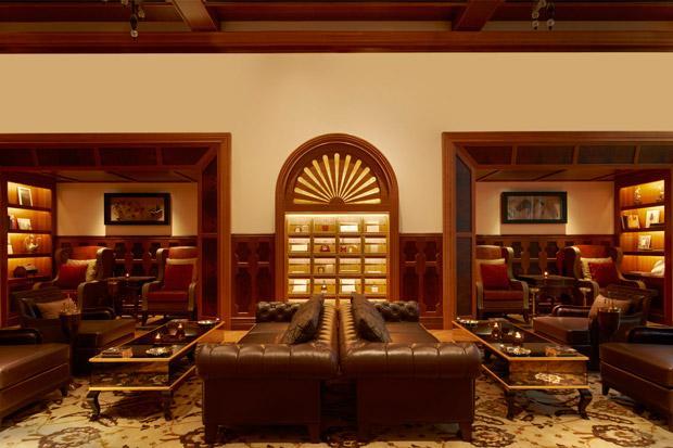 /DataFolder/Images/Where_to_stay/St-Regis-Abu-Dhabi/43-St-Regis-Abu-Dhabi-The-St-Regis-Bar---Cigar-Lounge.jpg