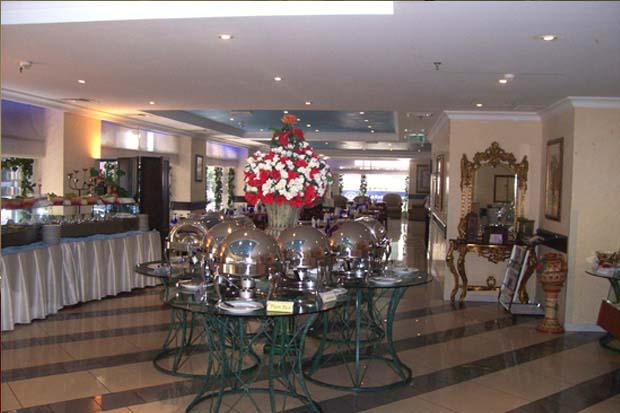 Cassells Hotel Apartment Cassells Bistro Rose Garden