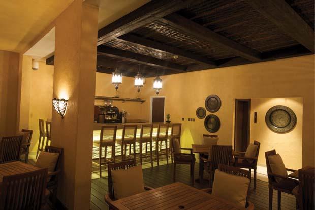 Tilal Liwa Hotel Al Liwan pool bar