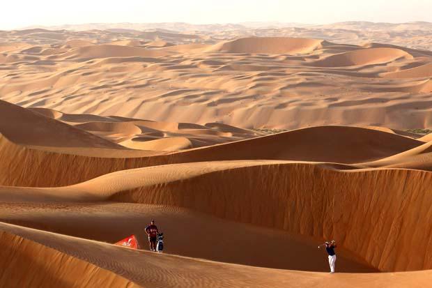 World No1 Luke Donald Tackles Worlds Biggest Bunker in Abu Dhabis Liwa Desert 2