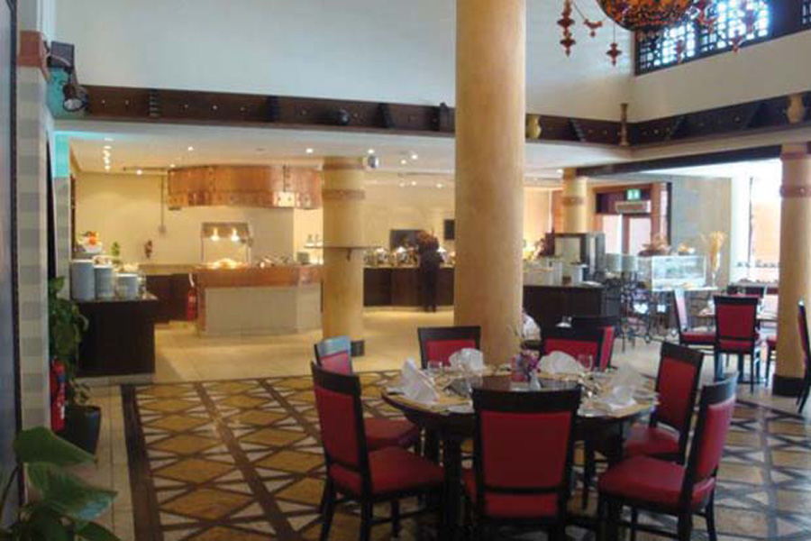 arabesque restaurant danat al ain resort. Black Bedroom Furniture Sets. Home Design Ideas