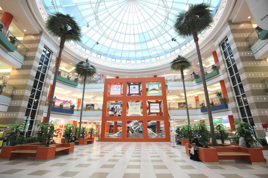 descriptive essay about a shopping mall Essay on visit to a mall for class 4 a shopping mall is basically a shopping building complex joined by walkways the walkways are escalators.